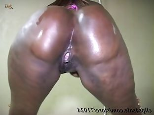 Black bbw shakes her huge oiled booty